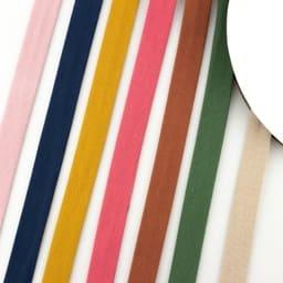 Biaisband Katoen Jersey Effen gebruikt u voor het afwerken van uw kledingstuk. Dit gebruikt u voornamelijk voor de hals en mouwen.